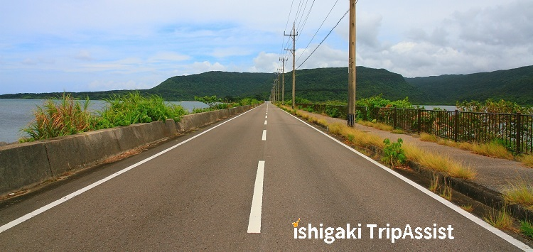 西表島の道路(海中道路)
